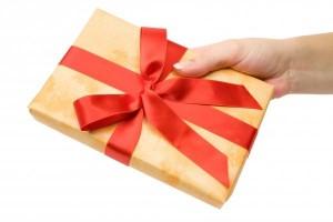 geschenk_ueberreichen_hi